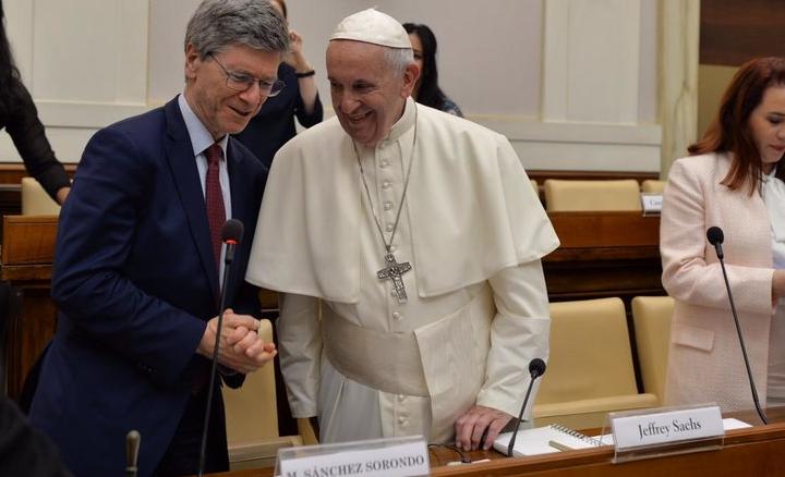 La contre-église invite le globaliste pro-avortement Jeffrey Sachs à la Conférence sur l'Économie de François