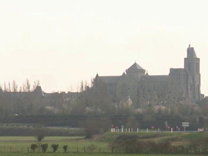 L'écrivain gallois Ken Follett offre 148 000 euros pour restaurer la cathédrale de Dol-de-Bretagne