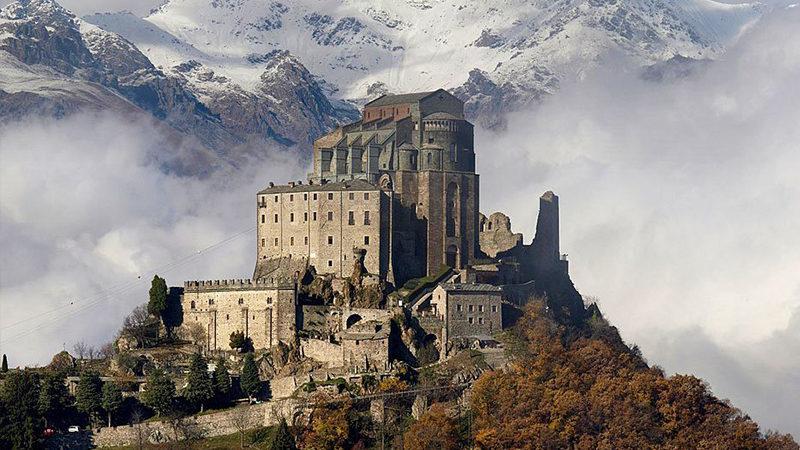 Le coup d'épée de Saint Michel : sept sanctuaires unis par un fil invisible